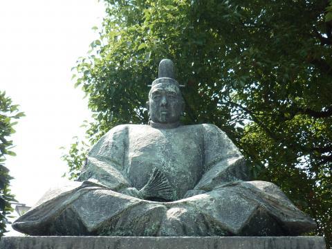 小早川隆景像 小早川隆景像 三原城天主台跡  小早川家ゆかりの史跡を巡るコース