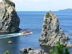絶景の青海島海岸と観光汽船