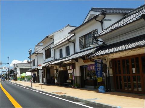 吉井町白壁土蔵造の町並み